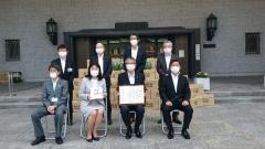 200602児童福祉施設へのスイカ寄贈(大阪市).jpg