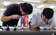 200729茶共進会審査会 香り審査.jpg