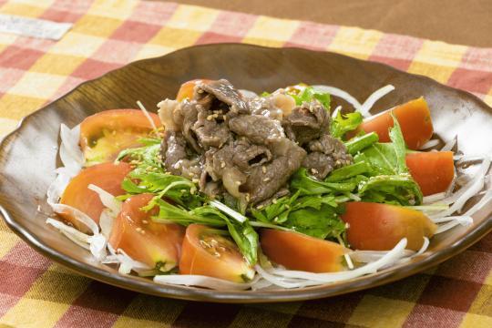牛肉とトマトのサラダ