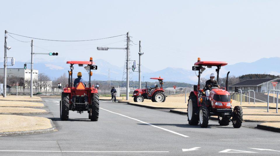 免許 トラクター 農業用トラクターに運転免許は必要なの?免許の種類と取り方・費用まとめ